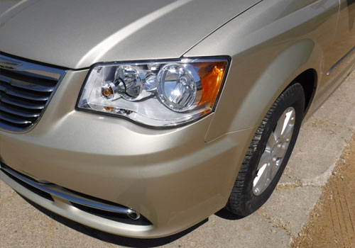 After photo of a van with repaired front-end bumper performed by Wayne's Auto Body in Le Center, MN